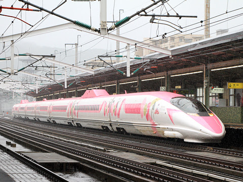 JR西日本 500系新幹線V2編成「ハローキティ新幹線」_01 新山口駅にて