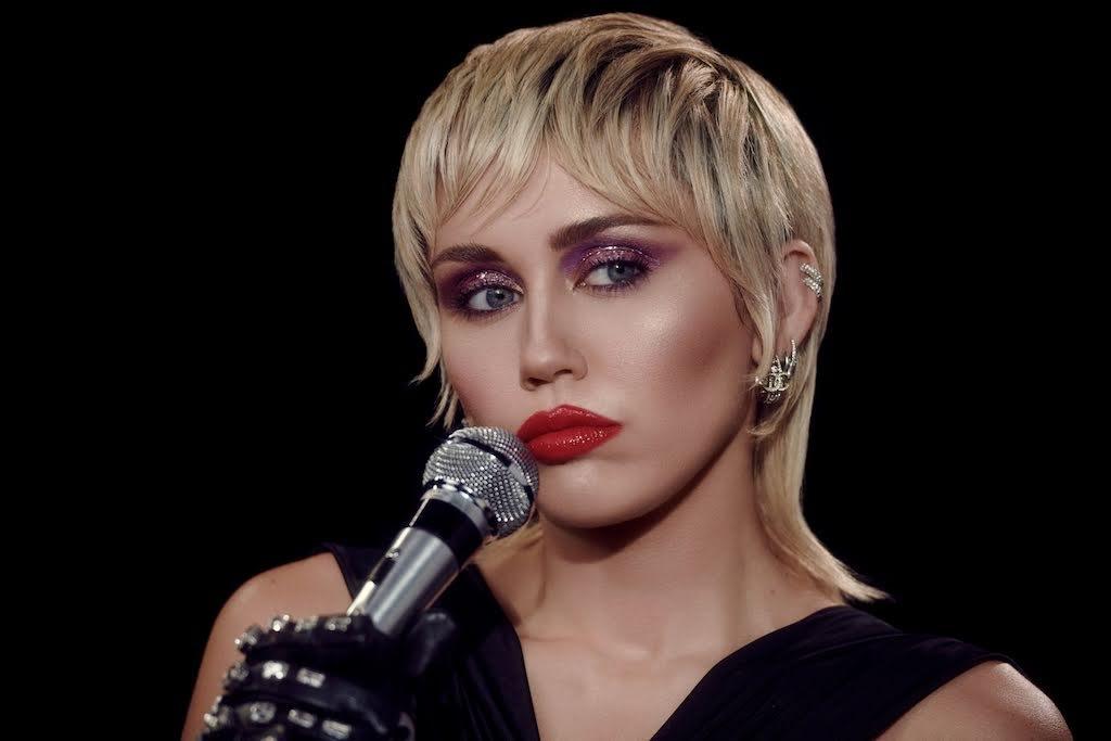 麥莉 ( Miley Cyrus )〈Midnight Sky〉MV自導自演 眾名牌秋冬單品搶先穿