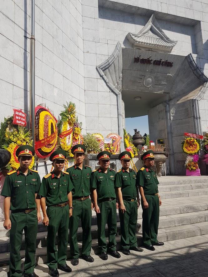 Cán bộ, nhân viện Viện KSQS khu vực 41 tri ân các liệt sỹ tại Nghĩa trang Liệt sỹ Quốc tế Việt-Lào