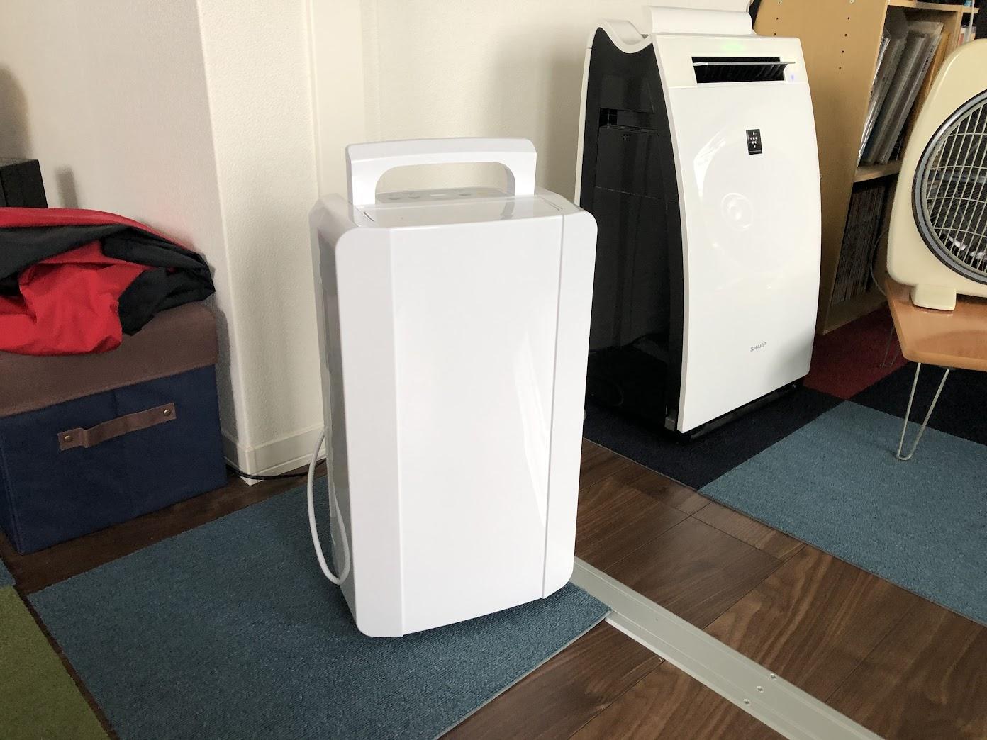部屋がムシムシし過ぎなので除湿機を買おう – 山善 YDC-C60(W)