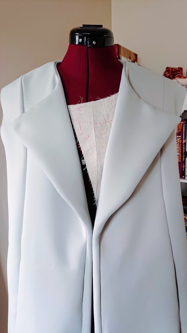 Fixing lapel point - Sleeveless Coat | Fafafoom Studio