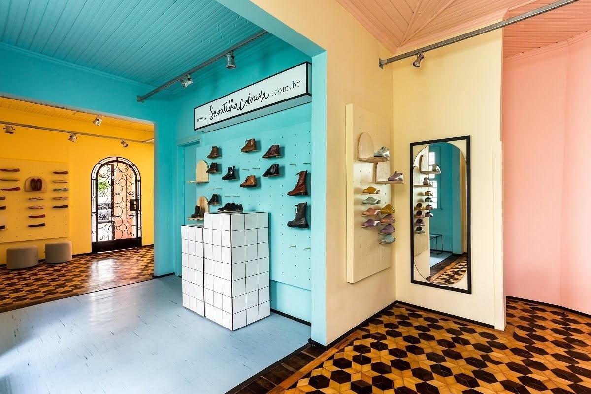 trang trí cửa hàng giày