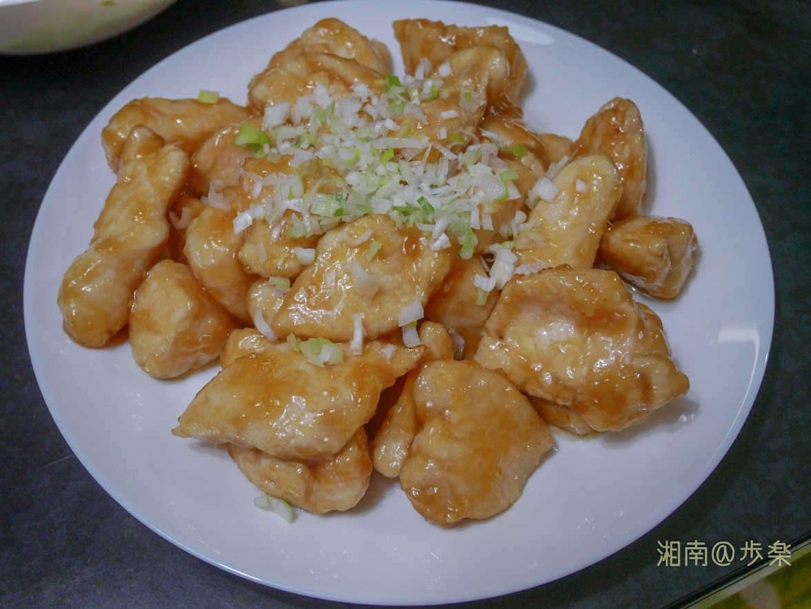 鶏胸肉 照り炒め 片栗粉が肉汁を閉じ込め、調味料をからめる