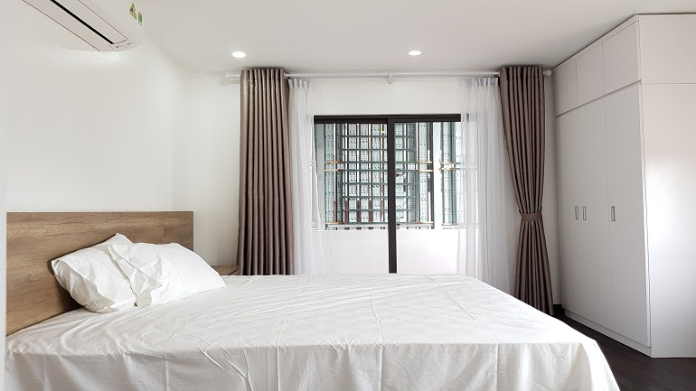 Spacious 1 – bedroom apartment with balcony in Tay Ho street, Tay Ho district for rent