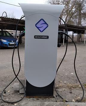 Установленная и работающая зарядная станция ElectroS