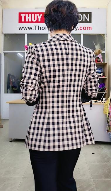 Áo vest nữ kẻ caro mix đồ quần ống vấy màu đen trắng V738 thời trang thủy hải phòng 2