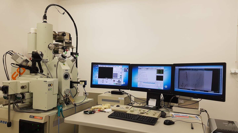 Elektrónový mikroanalyzátor JEOL JXA 8530F v detašovanom pracovisku Geologického odboru ÚVZ SAV