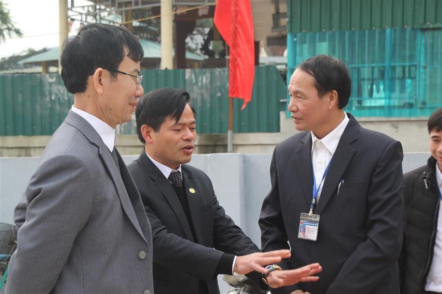 Đồng chí Nguyễn Văn Hằng, Phó chánh văn phòng điều phối NTM tỉnh đánh giá cao sự nỗ lực của cấp ủy, chính quyền, MTTQ xã Nghi Thiết trong việc đầu tư xây dựng NTM.
