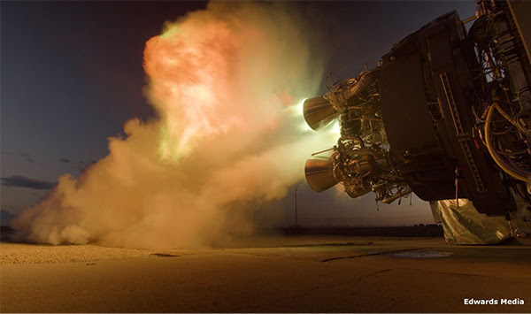 Испытания двигателя Firefly Reaver. Четыре таких двигателя установлены на первой ступени ракеты Firefly Alpha. Изображение предоставлено Edwards Media через компанию Firefly Aerospace