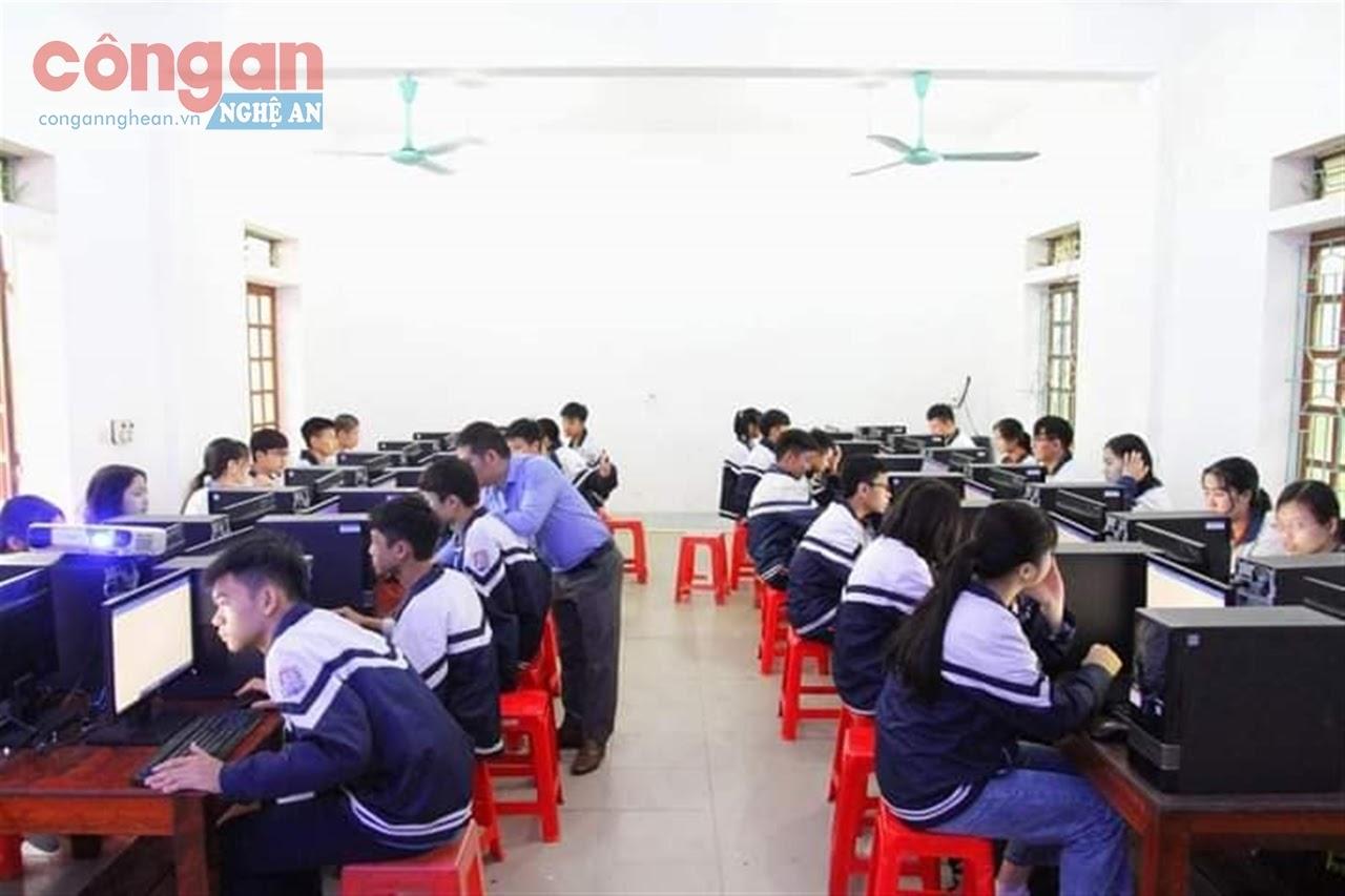 Trường THPT Nguyễn Duy Trinh, huyện Nghi Lộc - một trong những trường triển khai thí điểm trường trọng điểm chất lượng cao