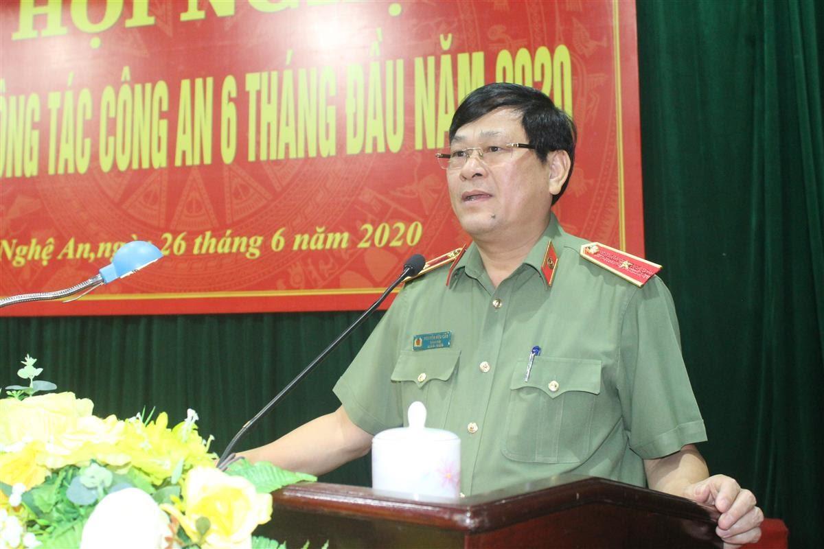 Thiếu tướng Nguyễn Hữu Cầu, Giám đốc Công an tỉnh phát biểu chỉ đạo tại hội nghị