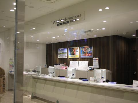 鶴岡エスモールバスターミナル_03