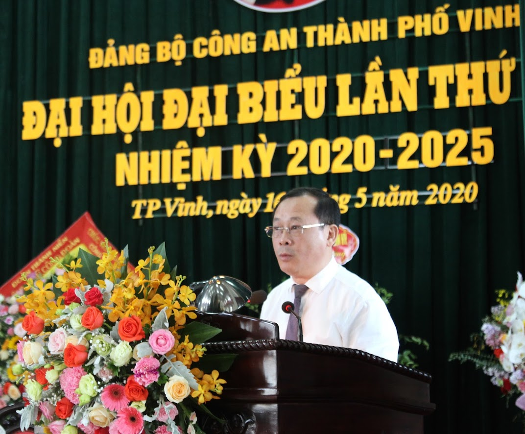 Đồng chí  Phan Đức Đồng, Uỷ viên BTV Tỉnh uỷ, Bí Thư thành uỷ phát biểu chỉ đạo Đại hội.
