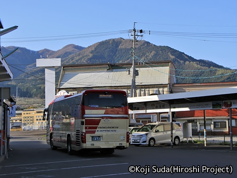 長電バス「ナガデンエクスプレス」大阪線 1453 湯田中駅到着_03