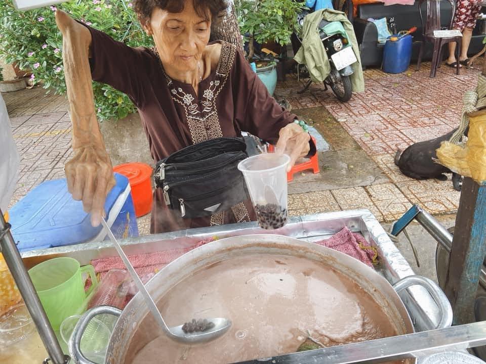 Chè nghèo bà Hường 41 Nguyễn Hữu Hào phường 8 quận 4