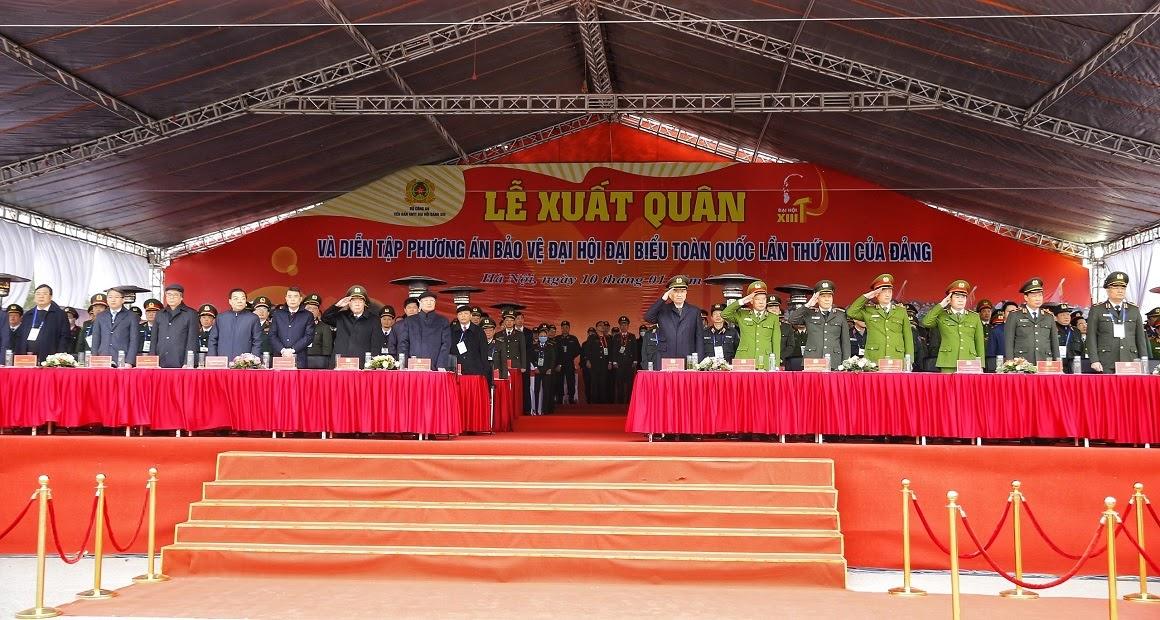 Thường trực Ban Bí thư Trần Quốc Vượng, Bộ trưởng Tô Lâm cùng các đại biểu tham dự Lễ xuất quân, diễn tập.