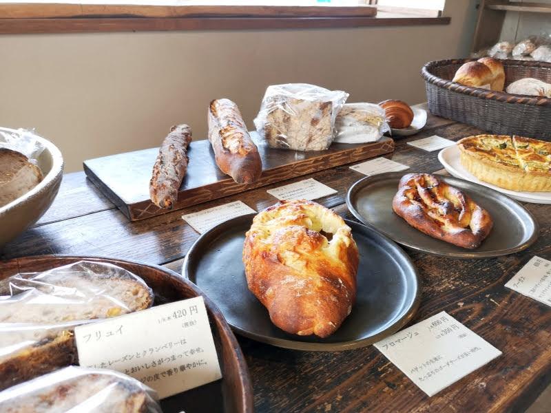 パン屋 二兎:パンの陳列