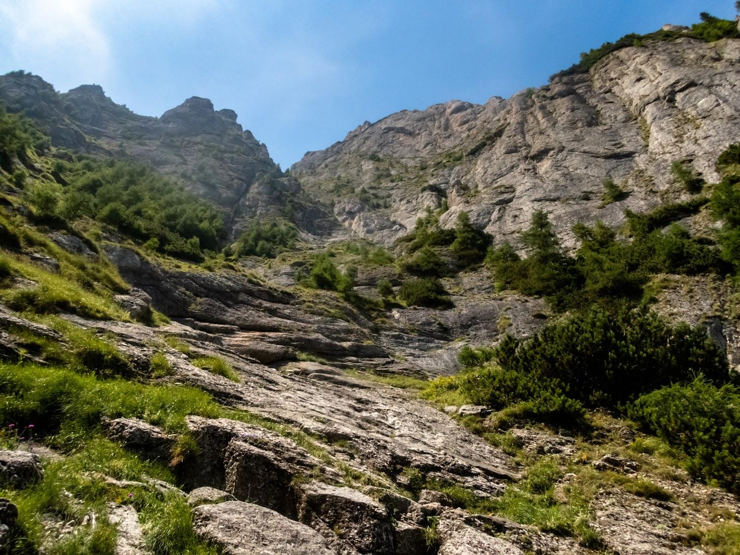 Valea Seacă a Caraimanului prin Hornuri, Valea Colţilor plus Hornul Coamei (Munţii Bucegi)