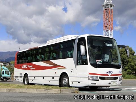 京王バス「中央高速バス白馬線」 51311 双葉SAにて_02