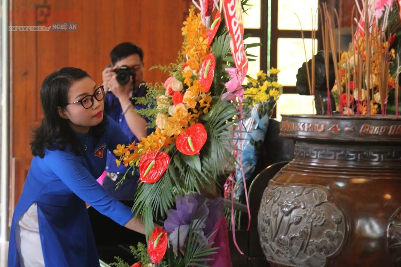 Tuổi trẻ Nghệ An làm lễ dâng hoa, dâng hương tưởng niệm Chủ tịch Hồ Chí Minh tại Khu di tích Quốc gia đặc biệt Kim Liên