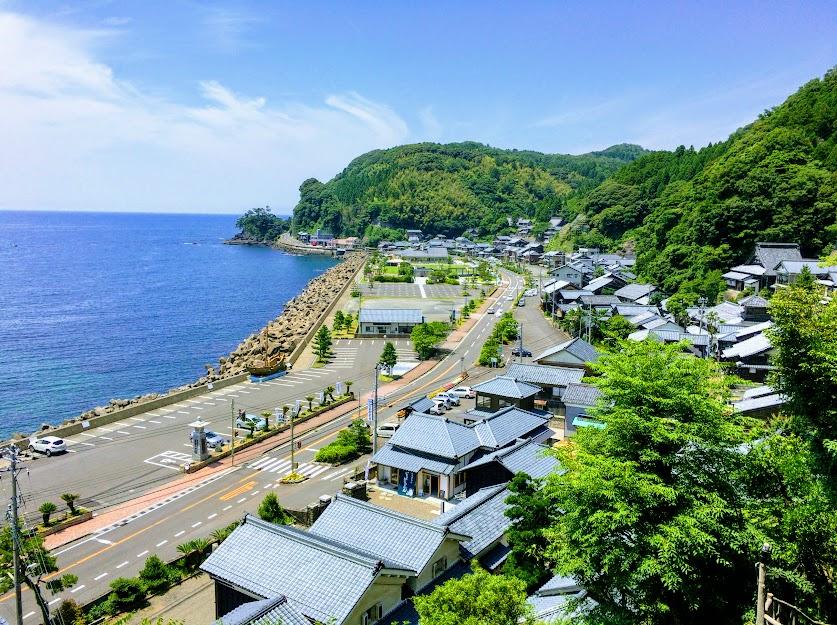 断崖に隔てられた日本海岸の船主集落『河野』