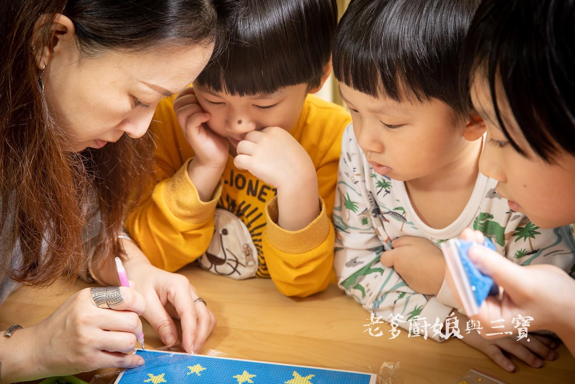最近我們愛上這個能消磨時光又能增長親情的親子繪畫遊戲...I LOVE PAINTING 親子鑽石畫、數字油畫