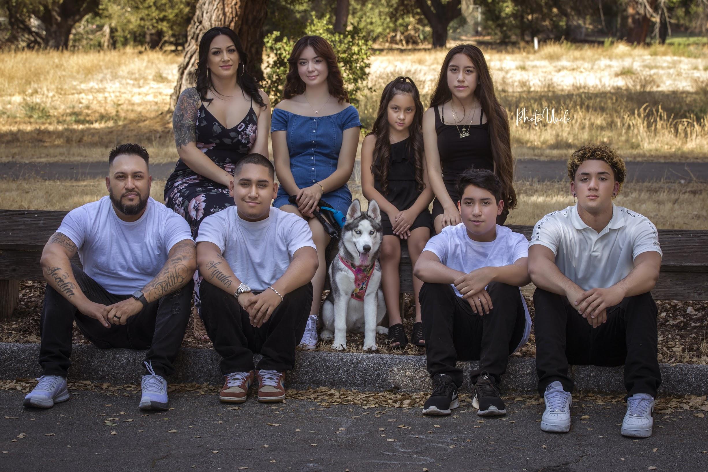 Family Portrait - image on https://photouncle.com