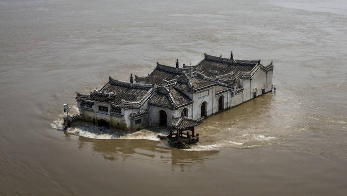 Châu Á chìm trong lũ