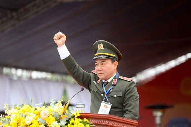 Đồng chí Phó Giám đốc Công an TP Hà Nội hứa quyết tâm tại buổi lễ.