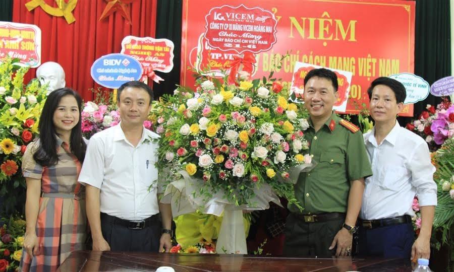Xi măng Vicem Hoàng Mai chúc mừng