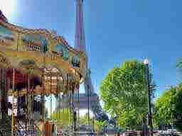 エミリー、パリへ行く A last instagram live? Carousel of the Eiffel Tower
