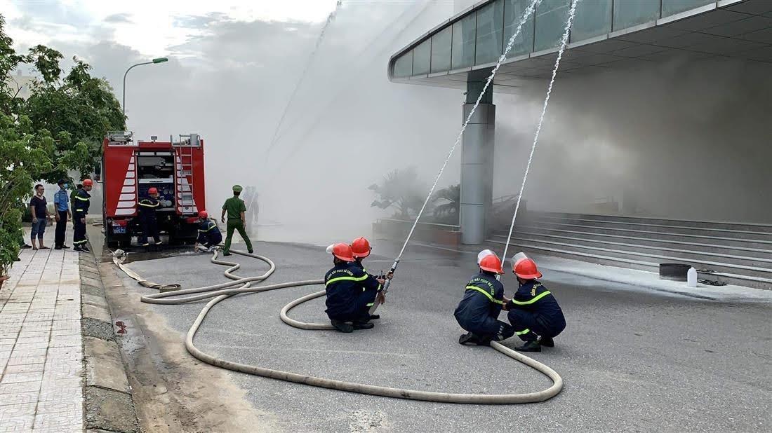 Lực lượng Cảnh sát PCCC đã có mặt kịp thời nhằm khống chế đám cháy