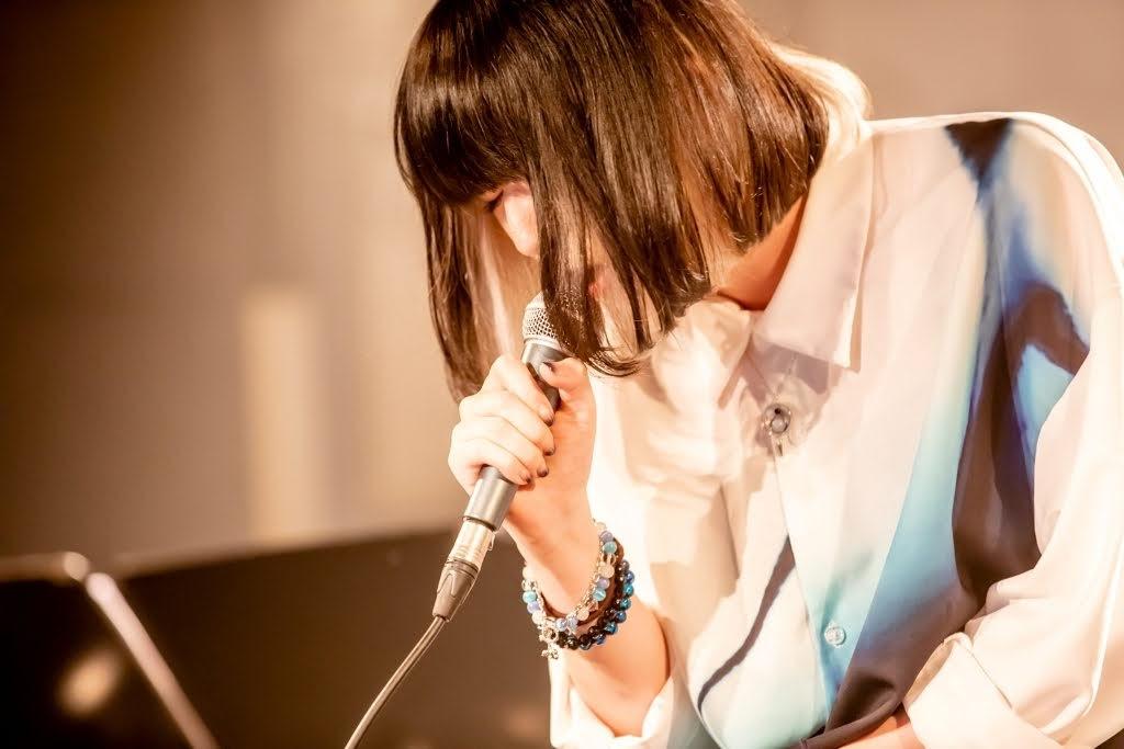 majiko 直播live獻唱最新曲〈一応私も泣いた〉acoustic版 不斷吶喊「好想快點和大家在live相見~」