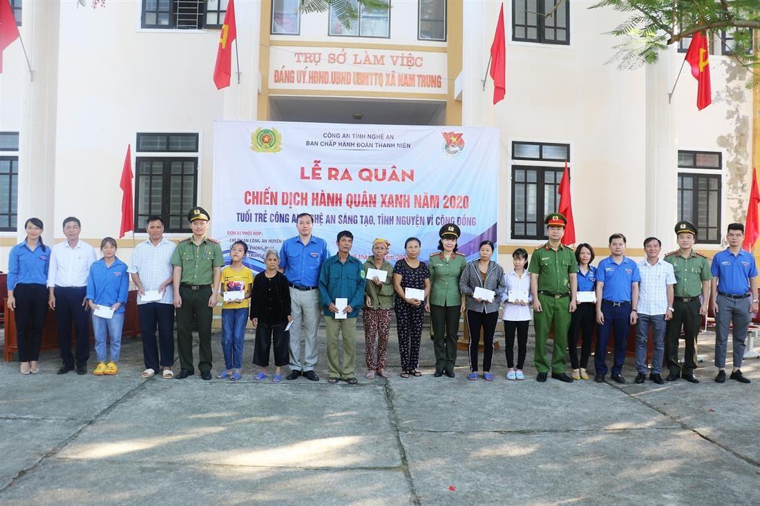 Đoàn đã phối hợp với các đơn vị tiến hành thăm hỏi, tặng quà tình nghĩa cho các gia đình có hoàn cảnh đặc biệt khó khăn và trẻ em khuyết tật trên địa bàn xã Trung Phúc Cường