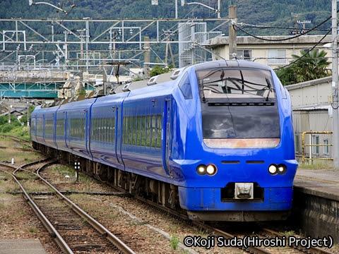 JR東日本 E653系 特急「いなほ」 青塗装 村上駅にて