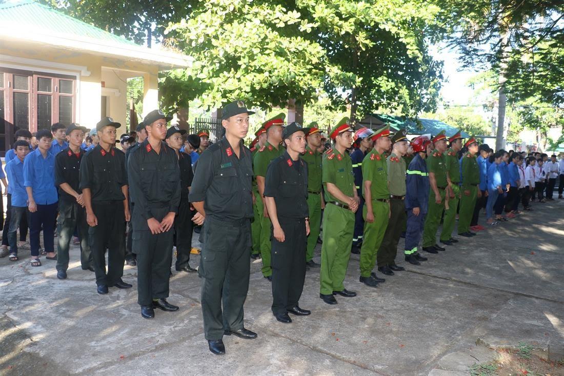 Đông đảo các đồng chi Đoàn viên thanh niên trong và ngoài lực lượng tham gia hưởng ứng Chiến dịch Hành quân xanh và các hoạt động Chiến dịch Thanh niên hè tình nguyện