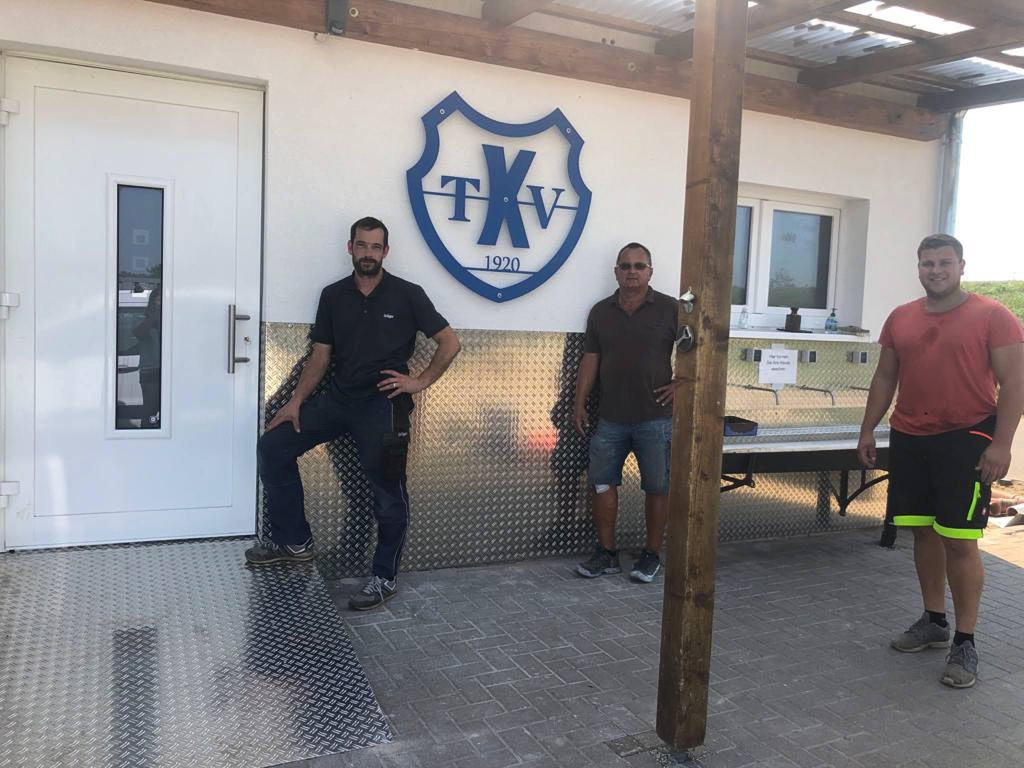 Reparatur der Stromleitung für die Flutlichtmasten & Eingangsbereich der Kabinen