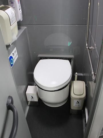 高松エクスプレス「フットバス」神戸線 ・658 車内トイレ
