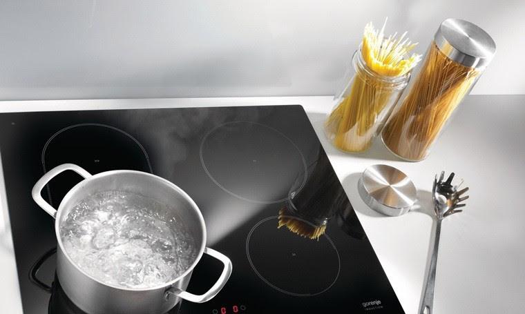 Nguyên nhân dẫn đến bếp từ bị nóng do hoạt động với công suất lớn