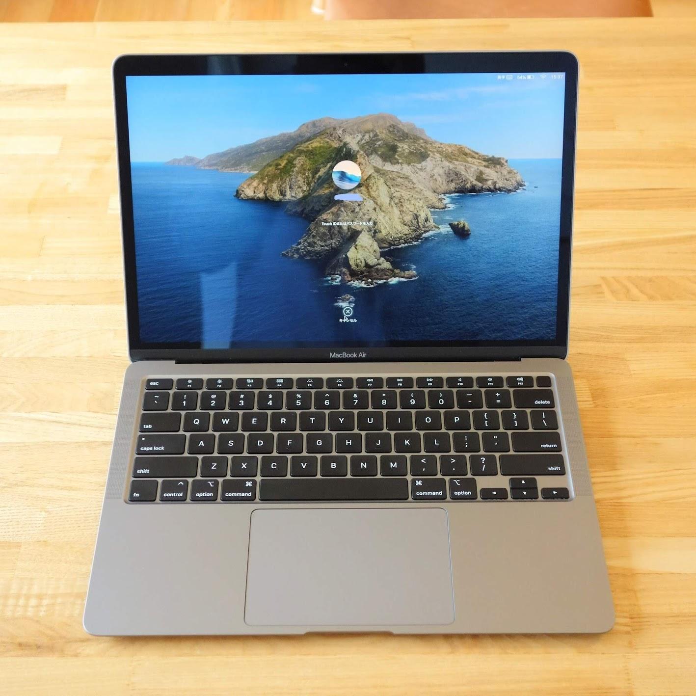 MacBook Air 2020 レビュー 開いた様子