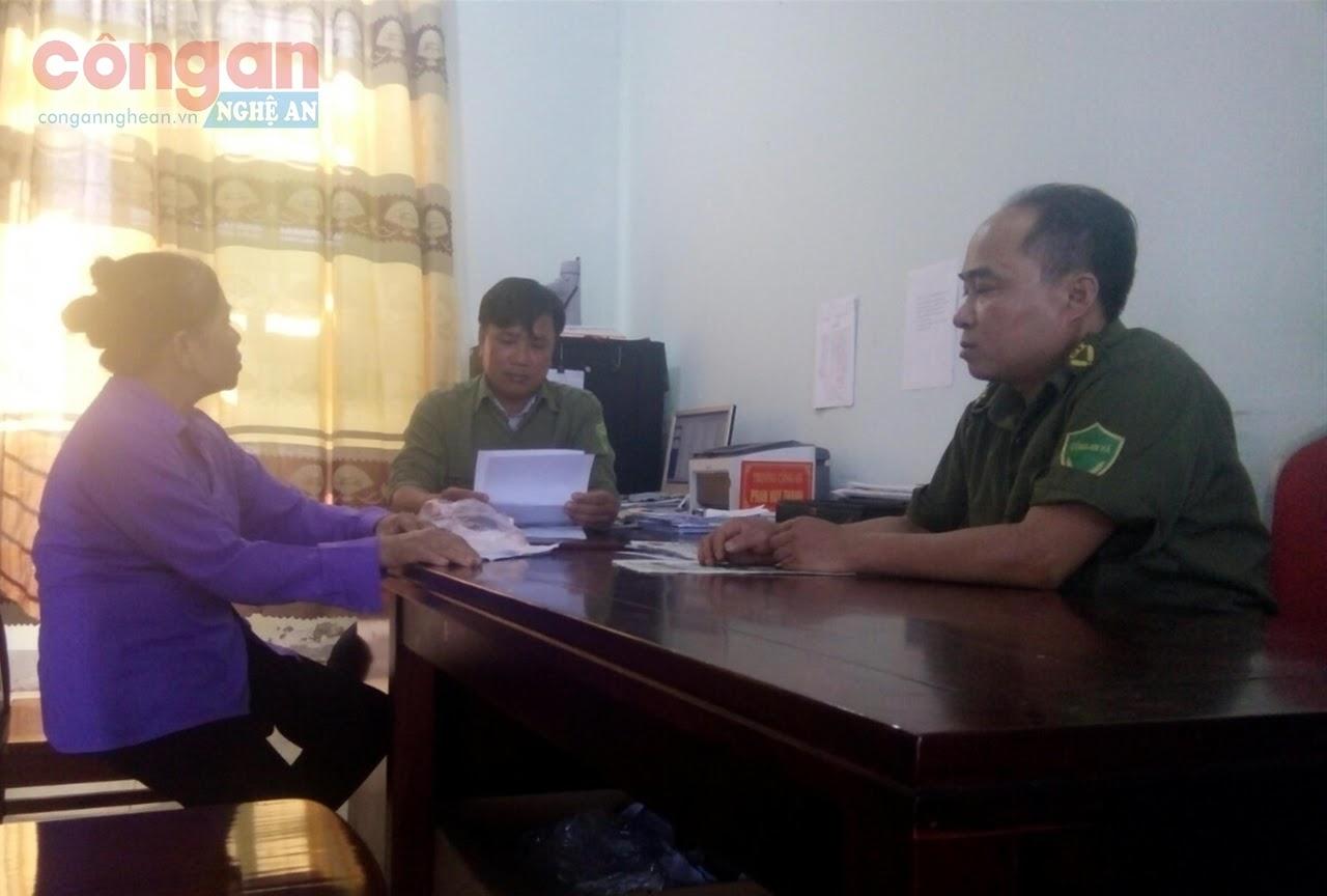 Công an xã Diễn Lộc tiếp nhận tin báo của công dân