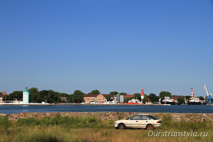 Вид на Балтийск: Лоцманская башня и маяк Пиллау
