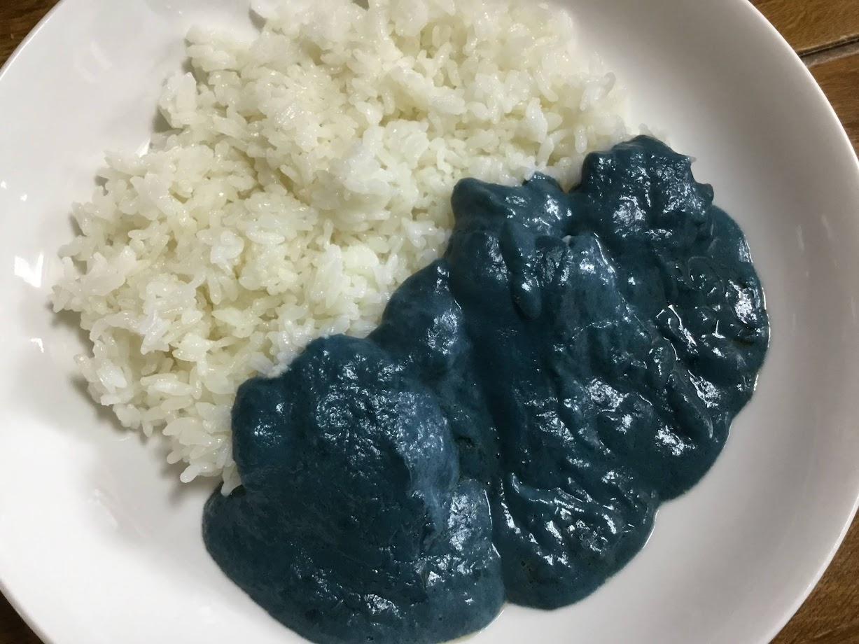 青いカレー|オホーツク流氷カリー(ベル食品)を食べてみた