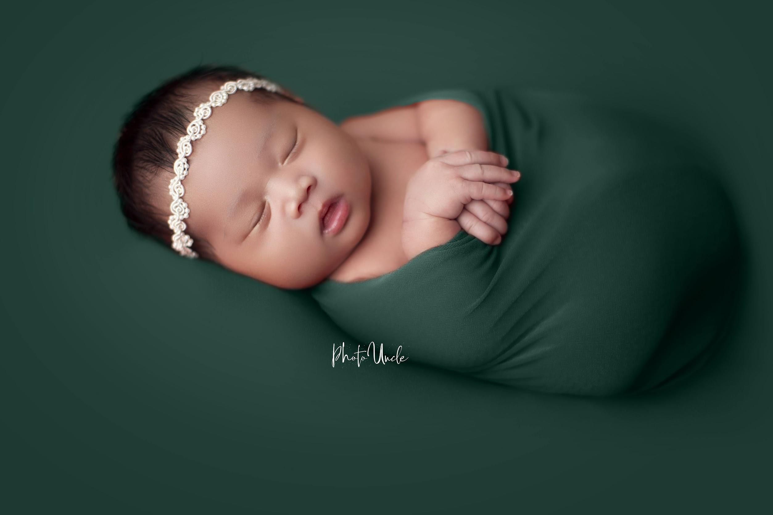 Newborn Photography - image on https://photouncle.com