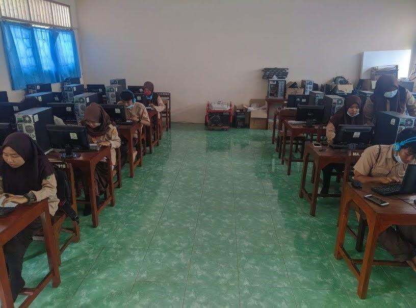Kegiatan Laboratorium MA AL Ahrom