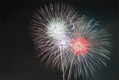 Химические расчёты процессов горения фейерверков позволяют уменьшить дымообразование и обеспечить яркое зрелище