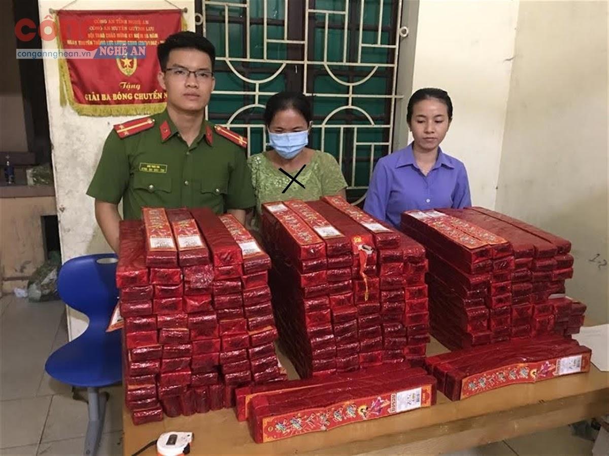 Công an huyện Quỳnh Lưu phối hợp với các lực lượng chức năng bắt đối tượng (x) vận chuyển 259 kg pháo lậu