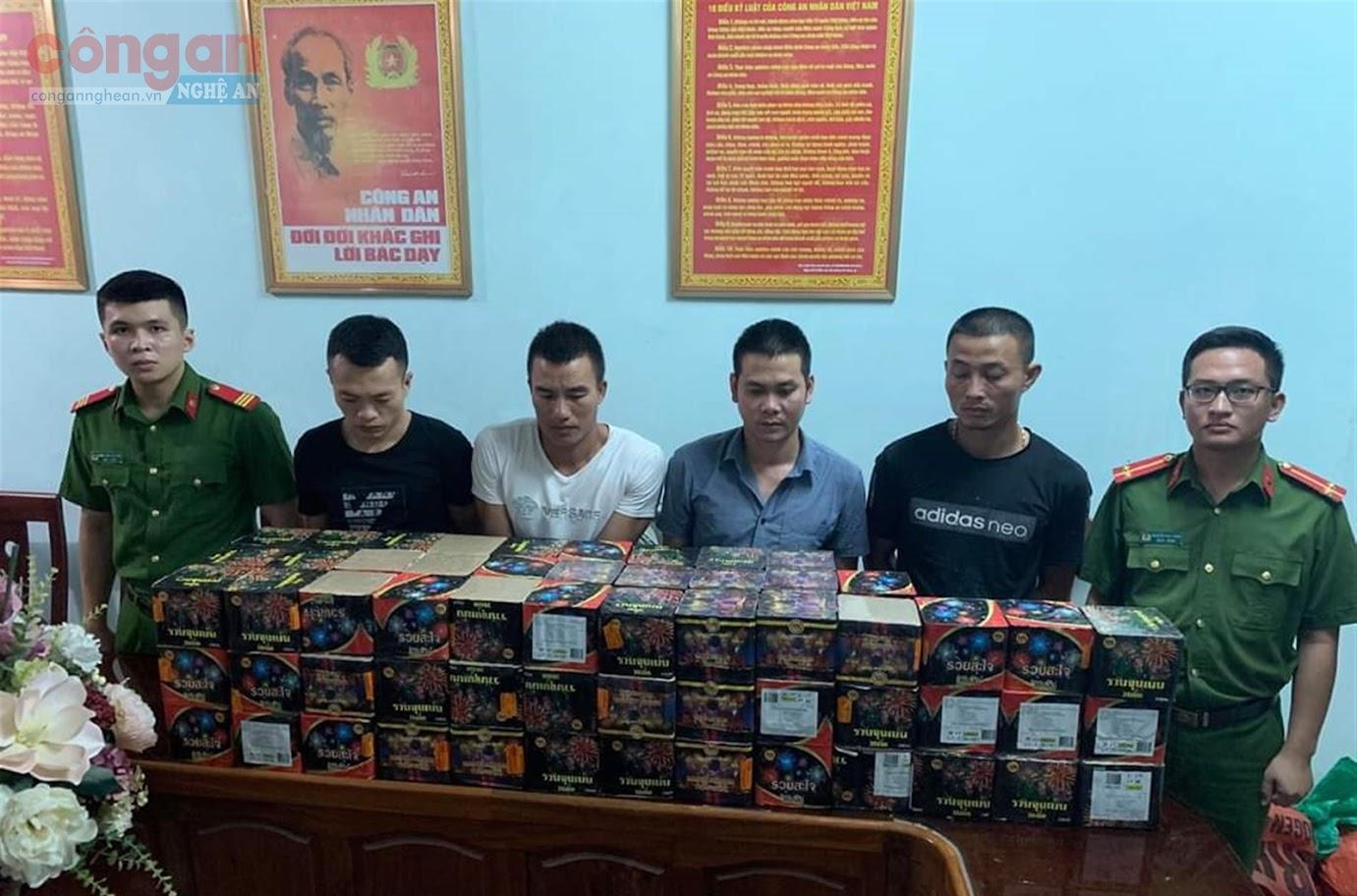 Thông qua nguồn tin báo của quần chúng nhân dân, Đội Điều tra tổng hợp  đã bắt giữ 4 đối tượng mua bán pháo nổ trái phép,  thu số lượng lớn tang vật liên quan