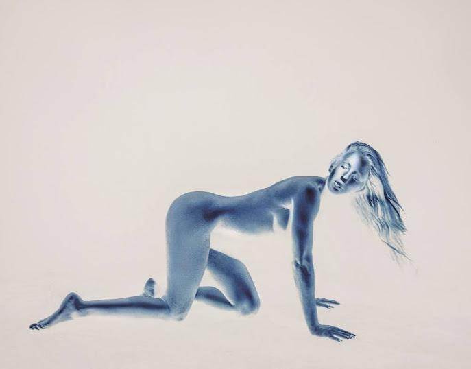 艾麗高登  Ellie Goulding 升格人妻大解放挑戰全裸入鏡 未發片搶先拿下台灣金唱片