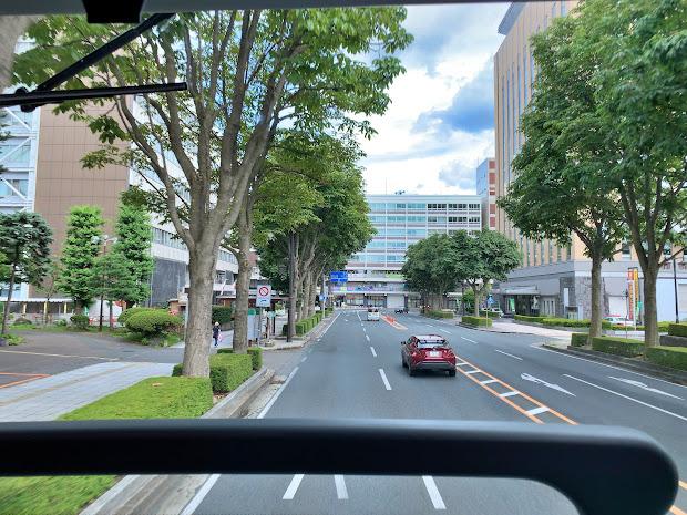 ワイドビューシートから見た県庁・市役所前バス停